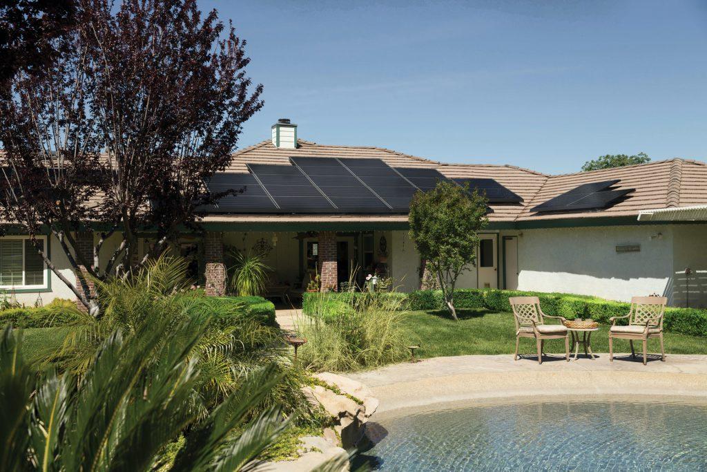 zonnepanelen geïnstalleerd op dak