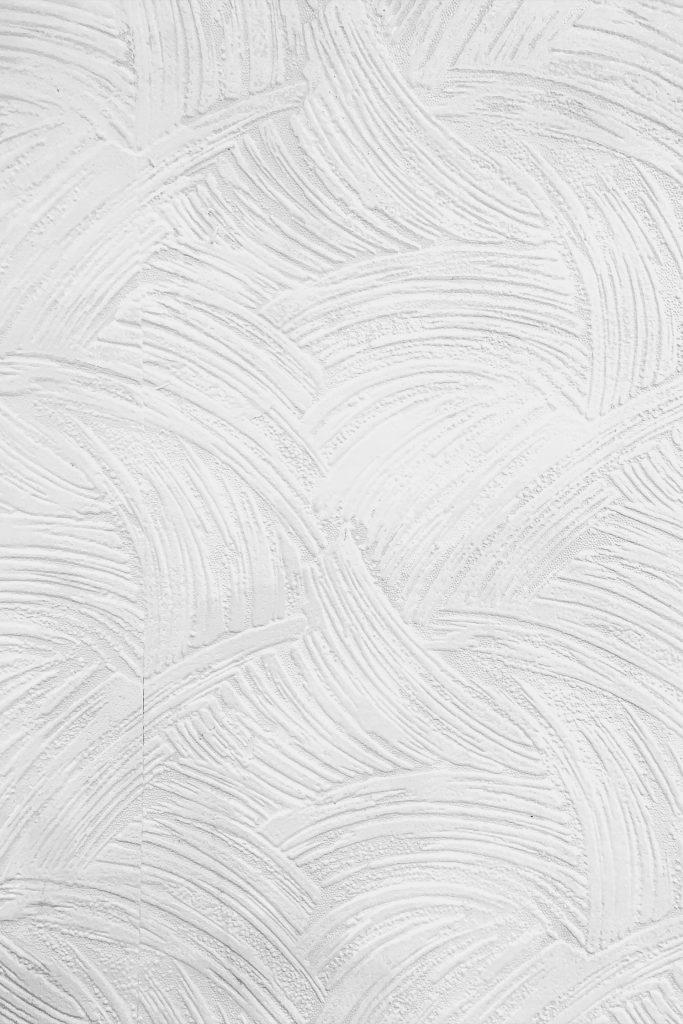 een wit stuk behang
